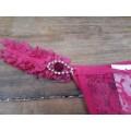 Calcinha em Renda c/ Detalhe de Pedra e Strass - Pink M